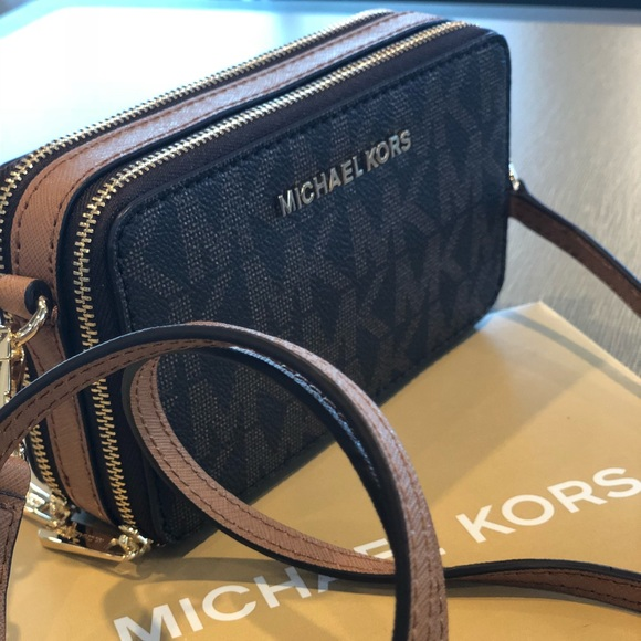 7942ca372696 Michael Kors Bags | Jet Set Travel Crossbody Bag Wallet | Poshmark